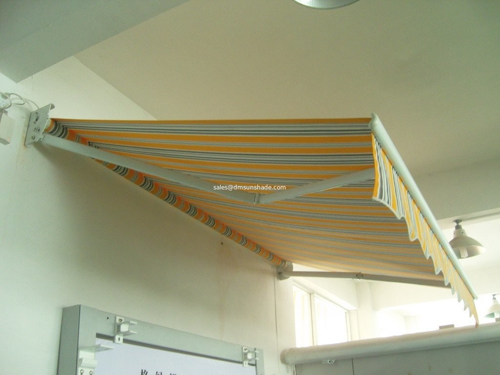 cheap retractable awning / hand control awning